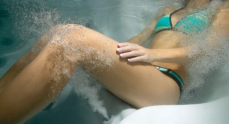 Underwater_calf_woman